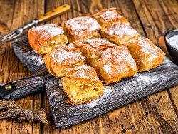 Сладка баница с готови кори, тиква, захар, орехи, канела, галета и пудра захар - снимка на рецептата